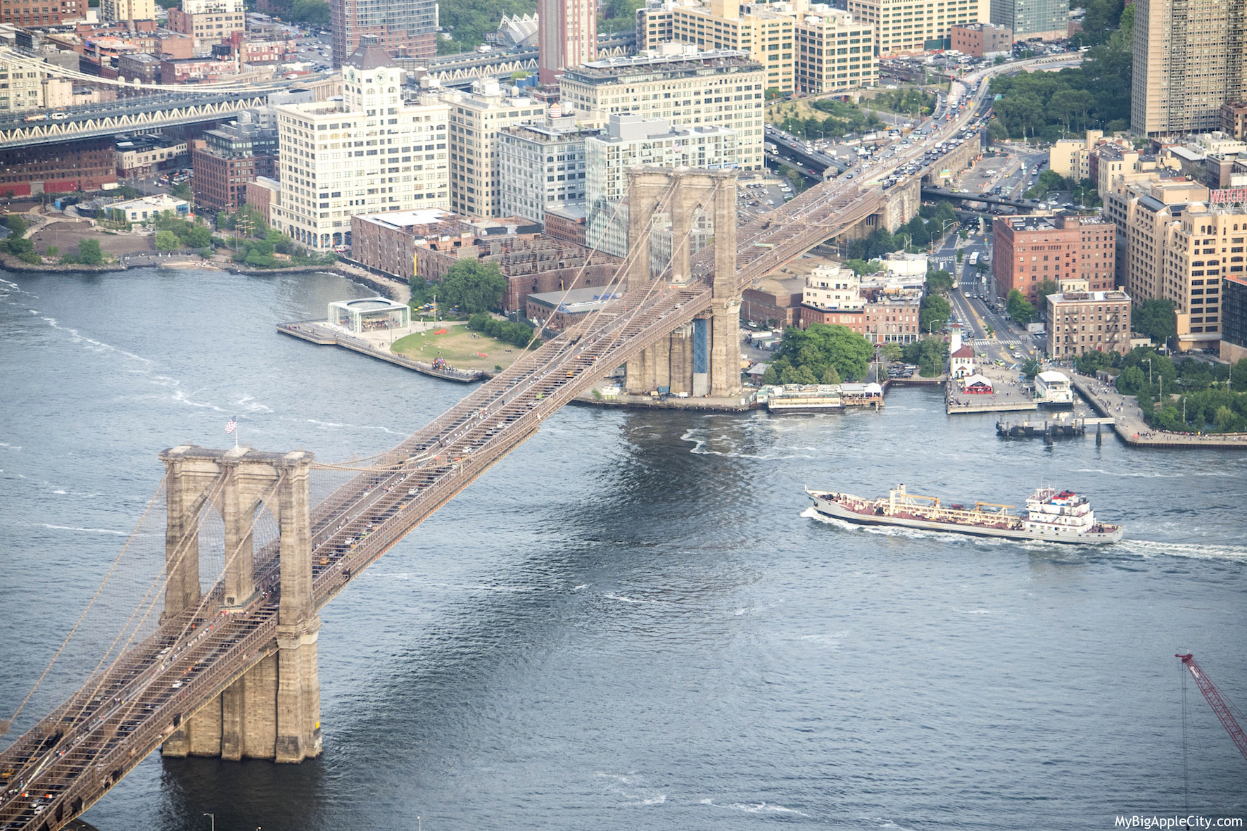 One-WTC-Visit-New-York-Brooklyn-Bridge-Mybigapplecity-travel
