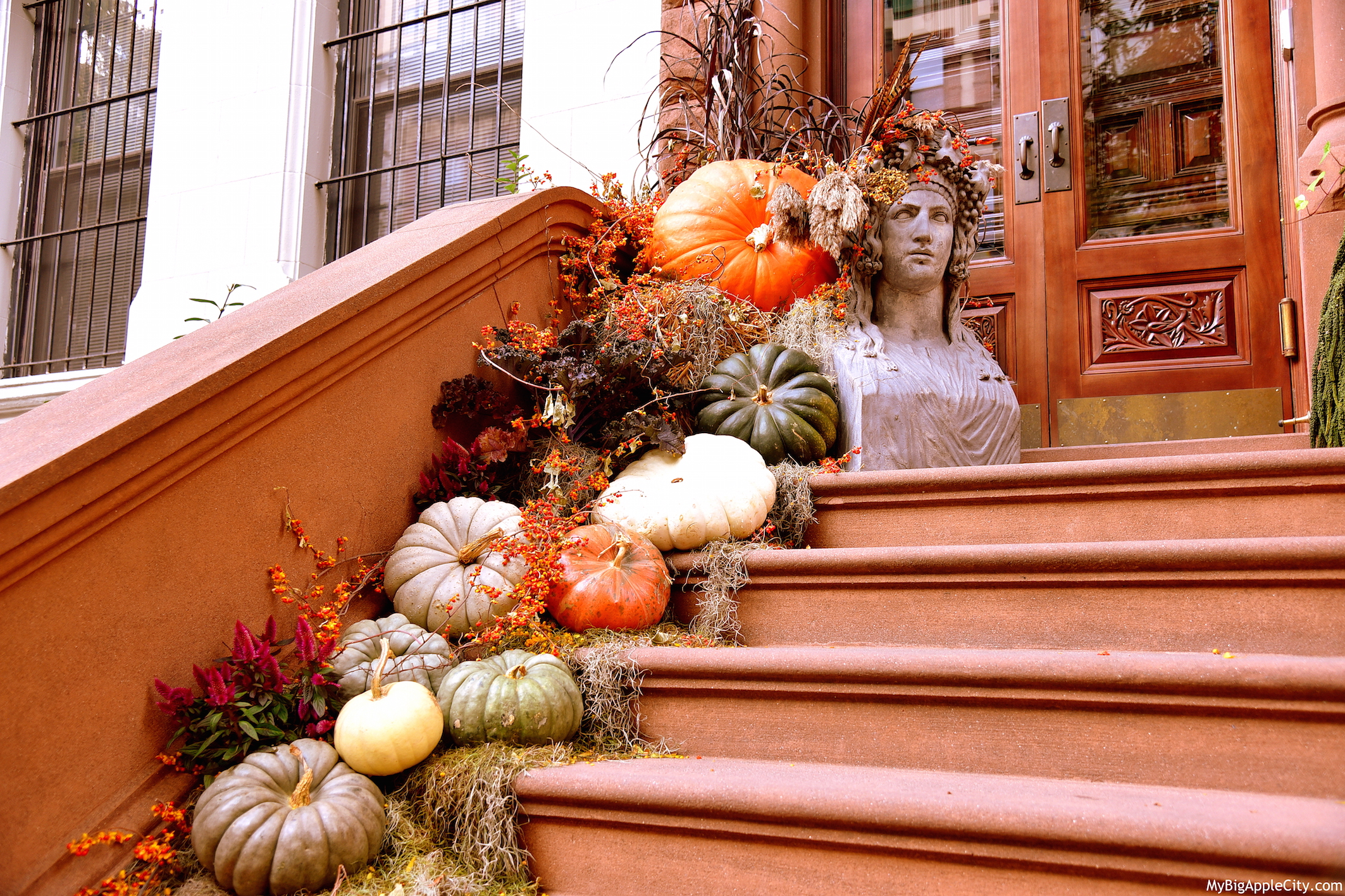 Halloween-nyc-house-decoration-upper-west-side-manhattan