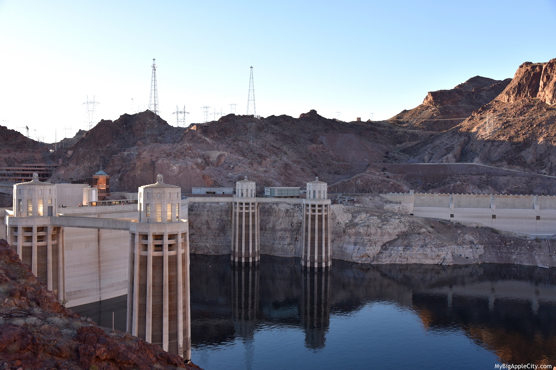 Hoover-Dam-USA-travel-blogger-MyBigAppleCity