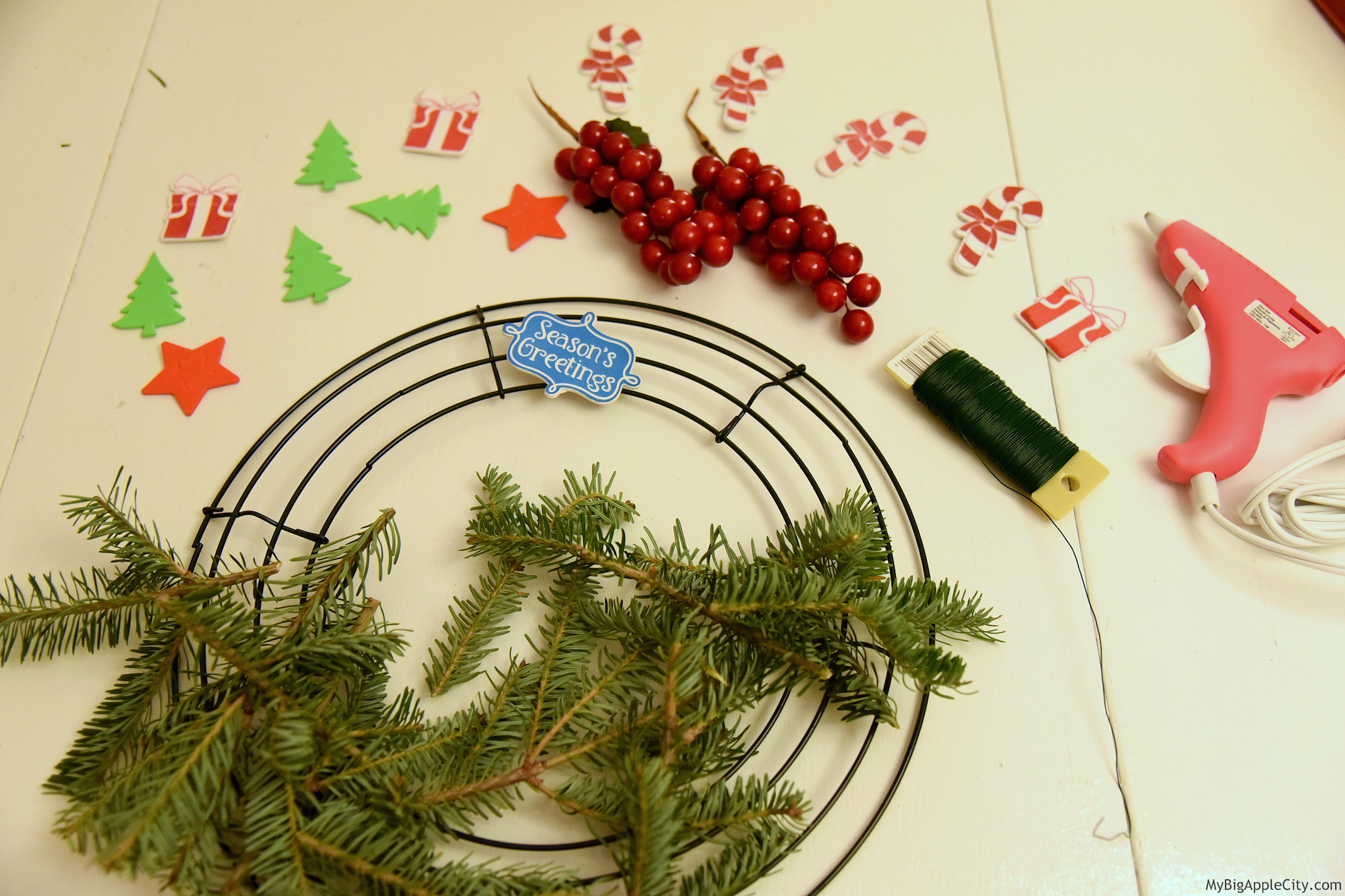 DIY-Christmas-Wreath-Lifestyle-Blogger-NYC-MyBigAppleCity