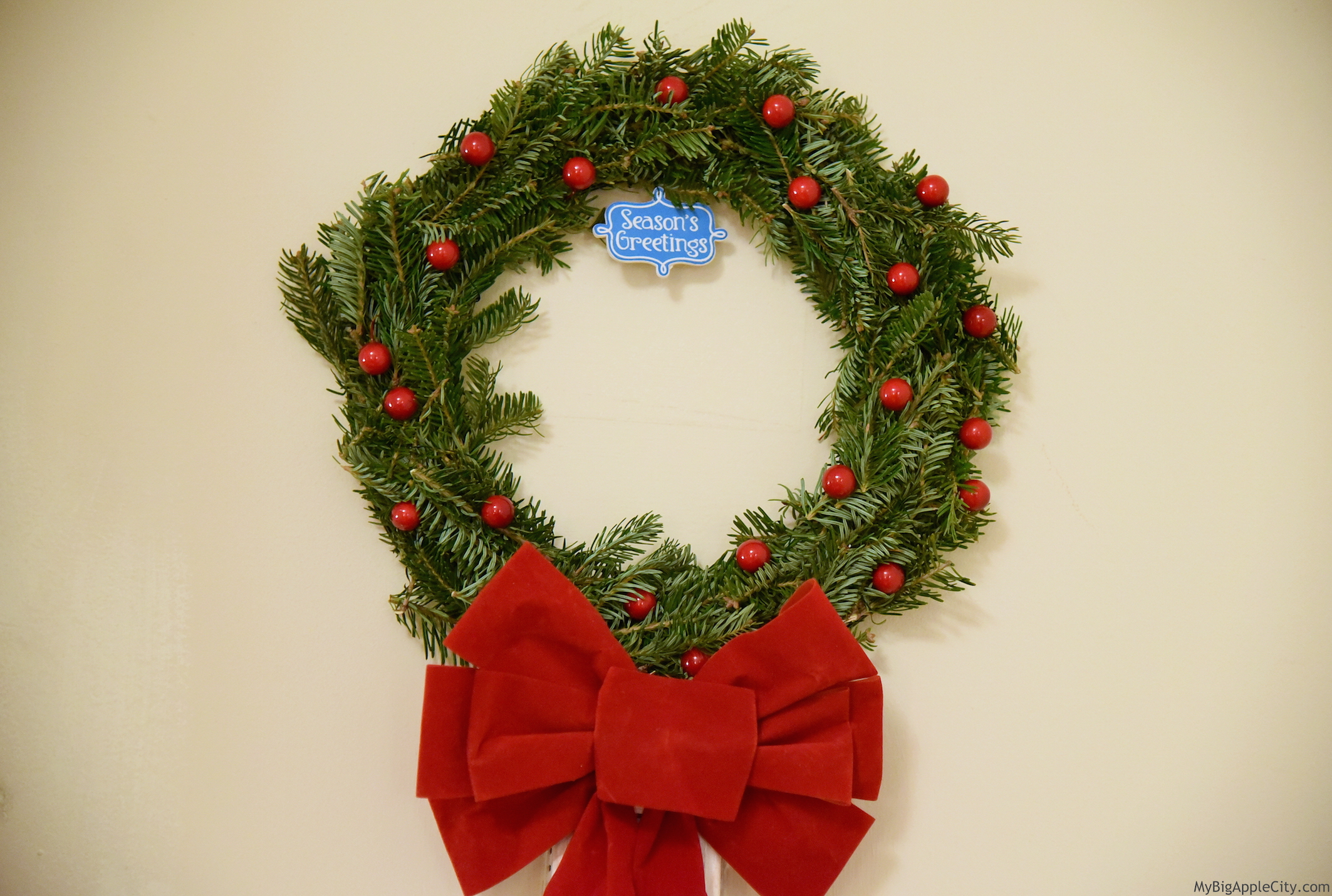DIY-Christmas-real-Wreath-Lifestyle-Blogger-NYC-MyBigAppleCity