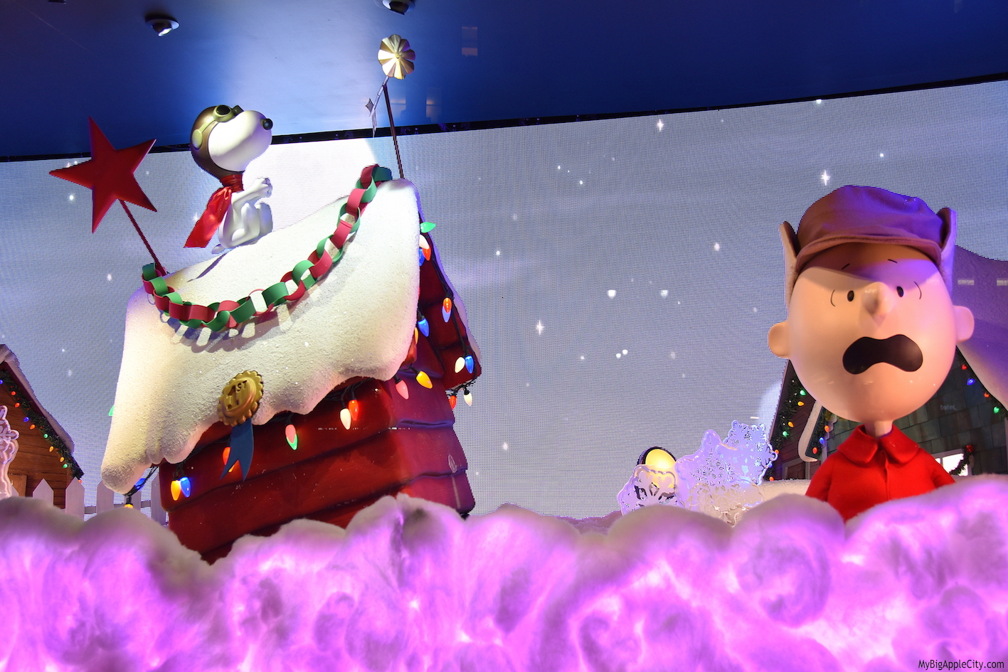 Macys-CharlieBrown-Holiday-window-new-york-travelblogger-mybigapplecity