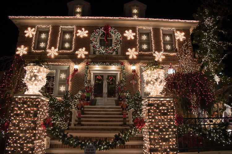 Visiter dyker heights les d corations de no l new for Decoration maison new york