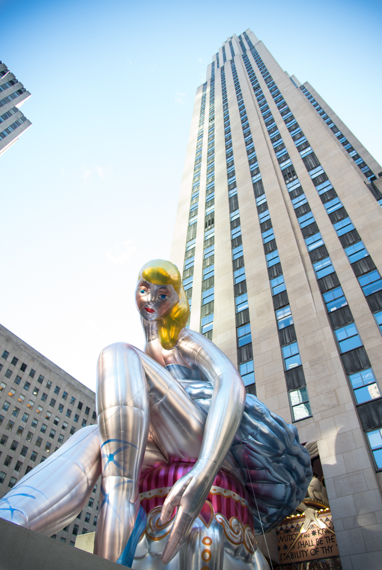 Travel Blogger New York visit Jeff Koons Ballerina NYC