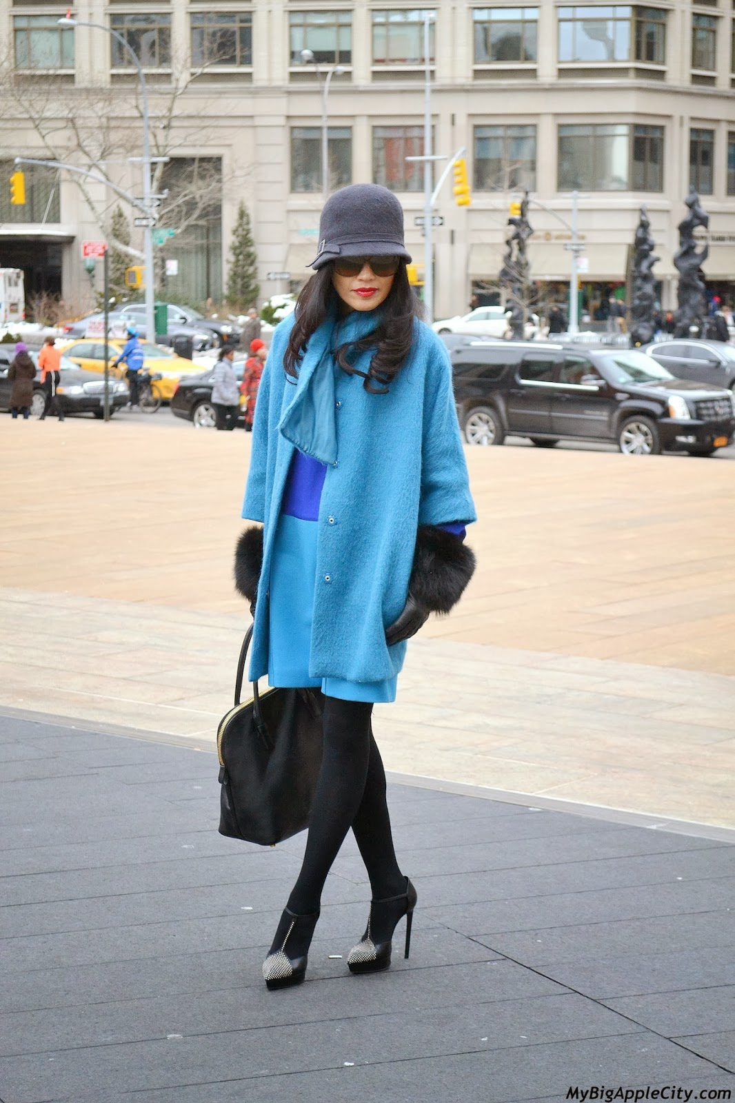 new-york-fashion-week-streetstyle-coat-blue