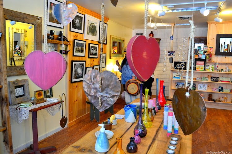 woodstock-store-heart-design