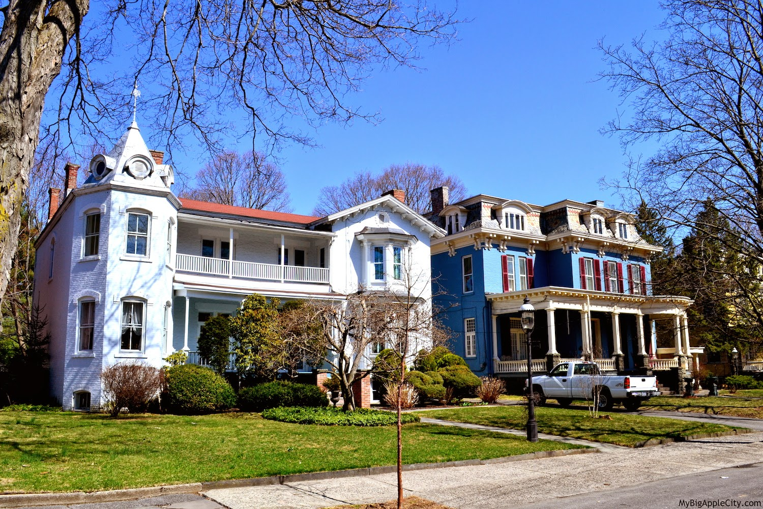 kingston-new-york-houses-living