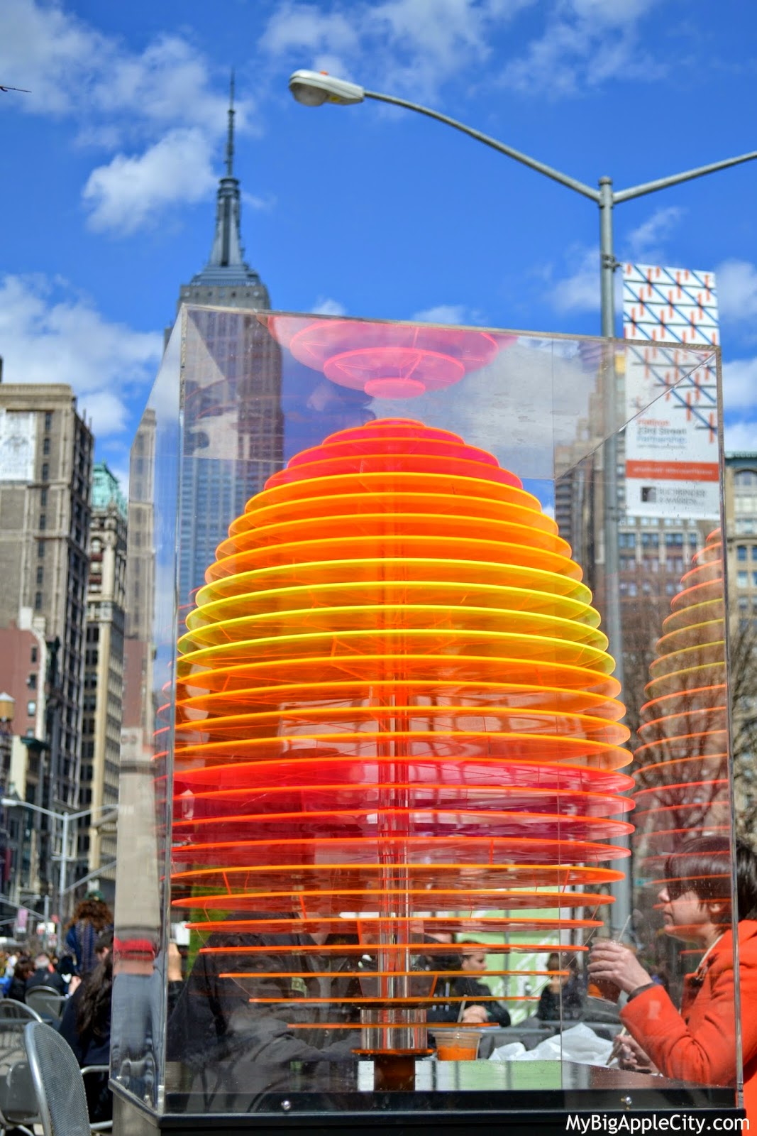 neon-egg-art-nyc-mybigapplecity