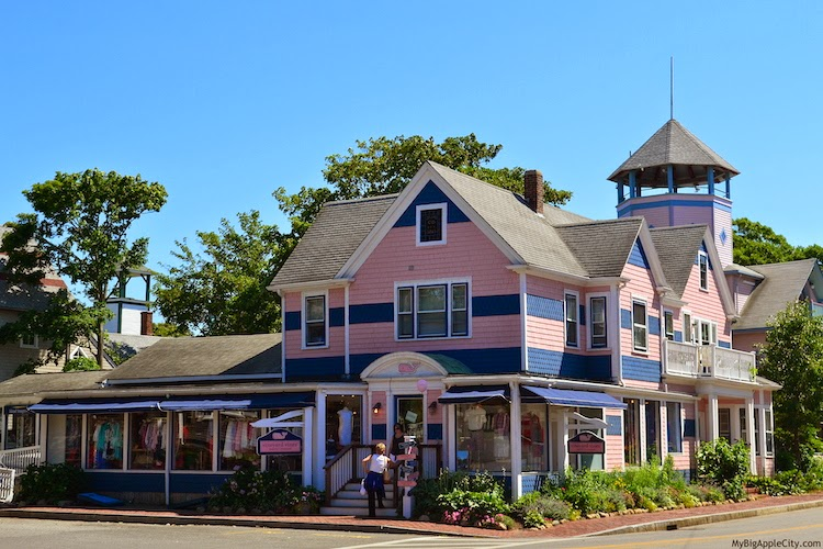 Martha's-Vineyard-vines-store-house