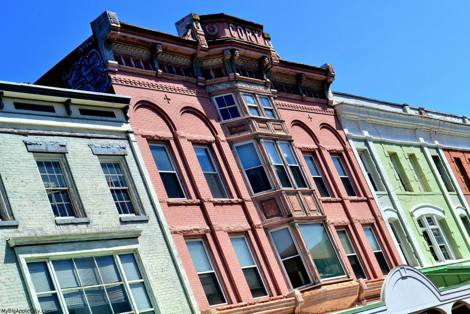 kingston-colored-architecture-ny-travelblog-usa