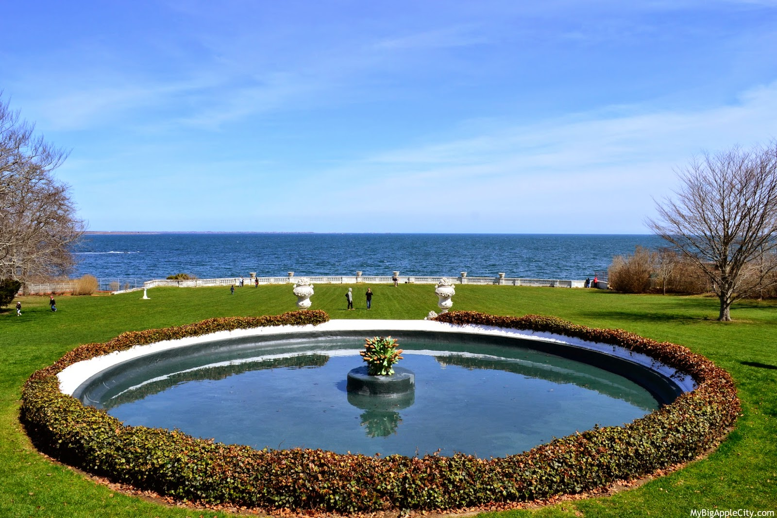 Rosecliff-garden-gatsby-movie-travelblog-mybigapplecity